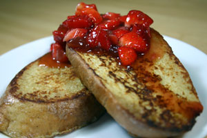 Whole-Grain French Toast with Strawberry Sauce