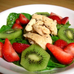Spinach Salad with Strawberries and Kiwifruit