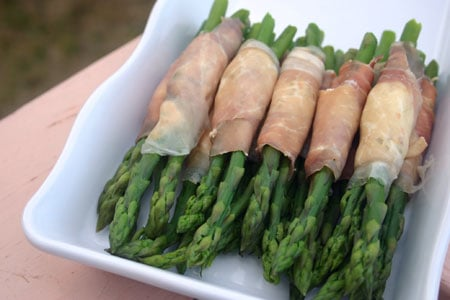 Asparagus and Prosciutto Bundles for #SundaySupper