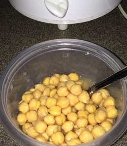 How to Cook Chickpeas (Garbanzo Beans) in a Slow Cooker