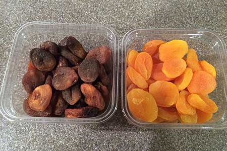 Dried apricots with and without sulfur