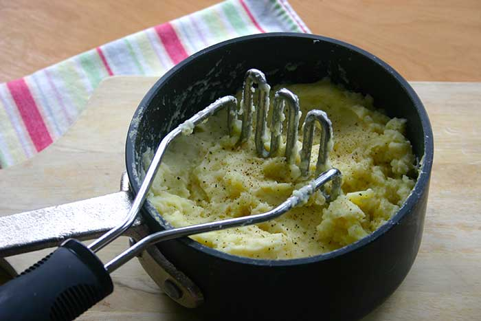 Mashed Potatoes and Cauliflower with Roasted Garlic