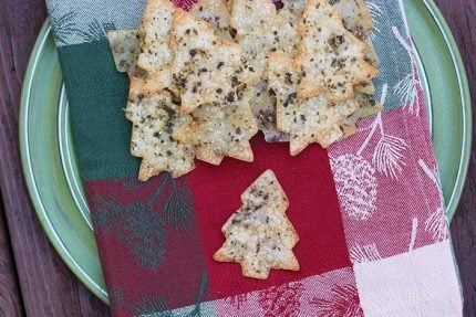 Pesto Holiday Crackers