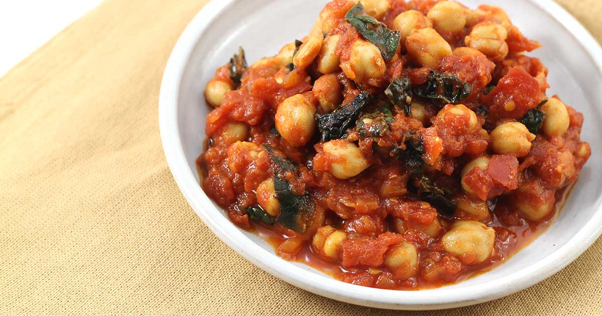 Stewed Chickpeas with Tomatoes and Kale