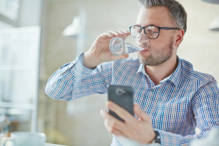 Drink more water when traveling with diabetes