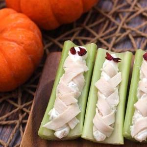 Halloween Mummy Celery Sticks (low-carb)