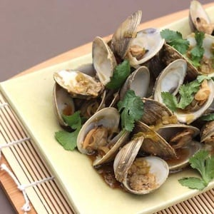 Asian Steamed Clams with Ginger and Garlic